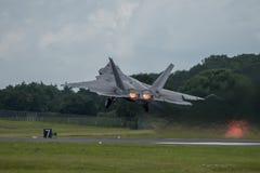 FAIRFORD, HET UK - 10 JULI: F-22A het roofvogelvliegtuig neemt aan de Koninklijke Internationale Lucht van de Luchttatoegering to Stock Afbeelding