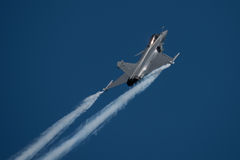 FAIRFORD, HET UK - 10 JULI: Het Rafalec Vliegtuig neemt aan de Koninklijke Internationale Lucht van de Luchttatoegering toont dee Stock Foto's