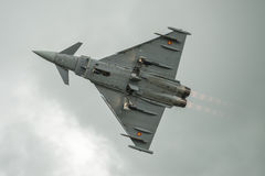 FAIRFORD, HET UK - 10 JULI: Het tyfoonvliegtuig neemt aan de Koninklijke Internationale Lucht van de Luchttatoegering toont deel  Royalty-vrije Stock Foto