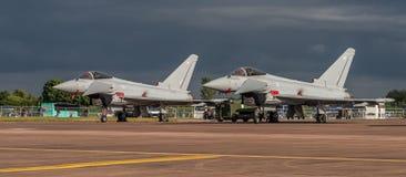 FAIRFORD UK - JULI 10: Tyfonflygplan deltar i den kungliga internationella händelsen Juli 10, 2016 för lufttatueringflygshowen Fotografering för Bildbyråer