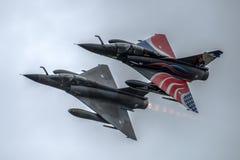 FAIRFORD, UK - LIPIEC 10: Mirażu 2000 samolot uczestniczy w Królewskim zawody międzynarodowi powietrza tatuażu pokazu lotniczego  Zdjęcie Royalty Free