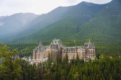 Fairmont Banff Springs herein gelegen stockfotos