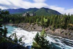 Fairmont Banff Springs herein gelegen lizenzfreie stockfotografie