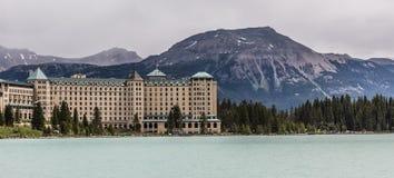 Fairmont-Chateau-Hotel auf dem See Stockbilder