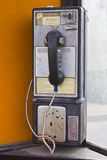 Fairmount, ВНУТРИ - около декабрь 2015: Винтажный телефон-автомат связей границы Стоковое Изображение RF