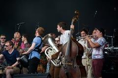 Fairport的Cropredy Covention 2014年-乔布劳顿的音乐学校伙计合奏 免版税库存照片