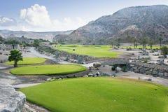Fairway de terrain de golf à la station de vacances tropicale Images stock