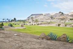 Fairway de terrain de golf à la station de vacances tropicale Photos stock