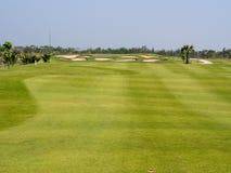 Fairway do campo de golfe e depósito verde Fotos de Stock Royalty Free