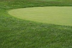 Fairway e verde de Golfcourse imagem de stock royalty free