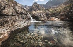 Fairy бассейн в Глене хрупком на острове Skye в Шотландии Стоковая Фотография