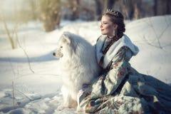 Fairy девушка с белой собакой Стоковое Фото