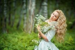 fairy девушка с цветками Стоковое Изображение