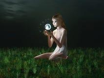 fairy накаляя сфера удерживания стоковые фотографии rf