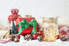 Fairy праздник рождества освещает в опарнике с decoratio рождества Стоковое фото RF