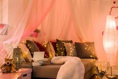 Fairy света в предназначенной для подростков спальне Стоковая Фотография RF