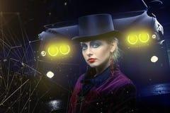 Fairy театральная девушка состава искусства в цилиндре шляпы на фиолетовой предпосылке Стоковые Фото