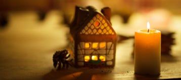 Fairy торт дома рождества с свечой Стоковые Изображения RF