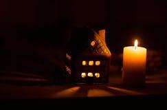 Fairy торт дома рождества с свечой Стоковое Фото