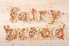 Fairy хлеб сказал по буквам с хлебом на светлой деревянной таблице Стоковые Изображения RF