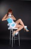 Fairy con la sfera di natale su priorità bassa scura Fotografia Stock Libera da Diritti