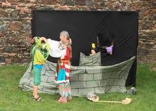 Fairytale met ridder, draak en prinses stock foto's