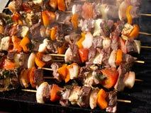 Faisant cuire à l'extérieur, barbecue. Photo libre de droits