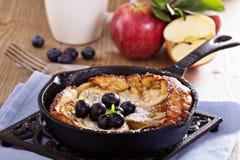 Faisant cuire au four avec la pomme, le sucre et la cannelle Photos stock