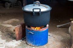 Faisant cuire dans le pot, nourriture thaïlandaise sur le fourneau Image libre de droits