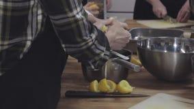 Faisant cuire l'atelier, préparation de citron, glisseur tiré banque de vidéos