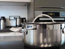 Faisant cuire le pot ou faire cuire la casserole Photo libre de droits