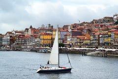 Faisant de la navigation de plaisance à Porto, le Portugal image libre de droits