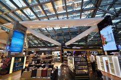 Faisant des emplettes à l'aéroport de Suvarnabhumi, Bangkok Photographie stock libre de droits