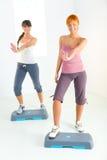 faisant des femmes de forme physique d'exercice jeunes images stock