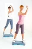 faisant des femmes de forme physique d'exercice jeunes photos libres de droits