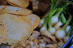 Faisant le tacos à partir de zéro dehors Photographie stock libre de droits