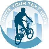 Faisant un cycle en ville, signe. Images libres de droits