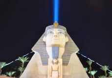 Faisceau de ciel derrière le sphinx de vega photographie stock