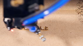 Faisceau de la Science de mot d'écriture de laser sur le contreplaqué 4K