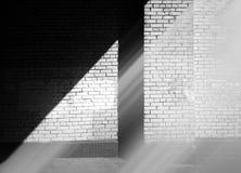 Faisceau de lumière diagonal sur le fond de mur de ville image libre de droits