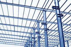 Faisceau en acier de toit d'atelier de production industrielle Photos libres de droits