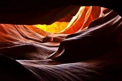 Faisceau lumineux en canyon d'antilope de canyon de fente photographie stock