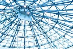 Faisceaux de toit dans un bâtiment moderne Images stock