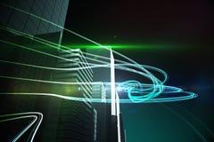 Faisceaux lumineux bleus au-dessus des gratte-ciel Photographie stock libre de droits