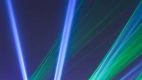 Faisceaux lumineux de lumière laser colorés photos libres de droits
