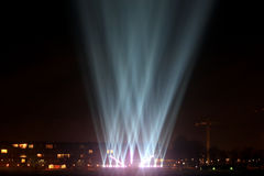 Faisceaux lumineux sur la promenade Photo stock