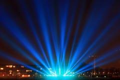 Faisceaux lumineux sur la promenade Images stock