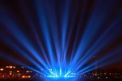 Faisceaux lumineux sur la promenade Photos stock
