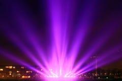 Faisceaux lumineux sur la promenade Image libre de droits