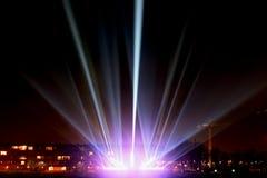Faisceaux lumineux sur la promenade Image stock